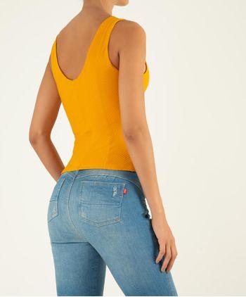 Camiseta-Manga-Sisa-En-Rib-11042813-Mostaza_2