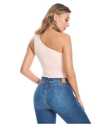Camiseta-un-hombro-13010855-rosa_2